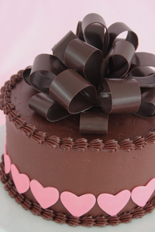 Valentine S Day Chocolate Cake Images : Chocolate Bow on Valentine s Day cake Sweet Dreams Cake ...